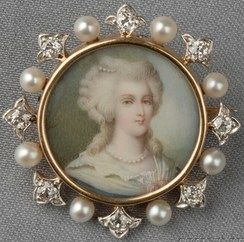 New York, Antique 18kt gold and portrait miniature pendant/brooch, Jacques & Marcus, the portrait depicting a lady in 18th century dress, framed by platinum and old mine-cut diamond florets and seed pearls.: