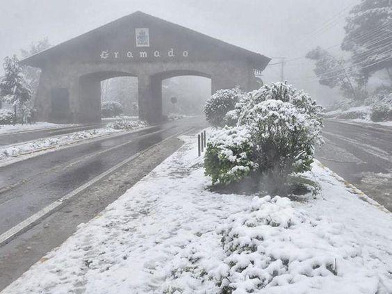 Resultado de imagem para Pórtico Nova Petrópolis tomado pela neve
