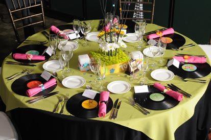 Fiesta de los 70 39 banquetes pablo vi servicios los 80 for Decoracion 70 80