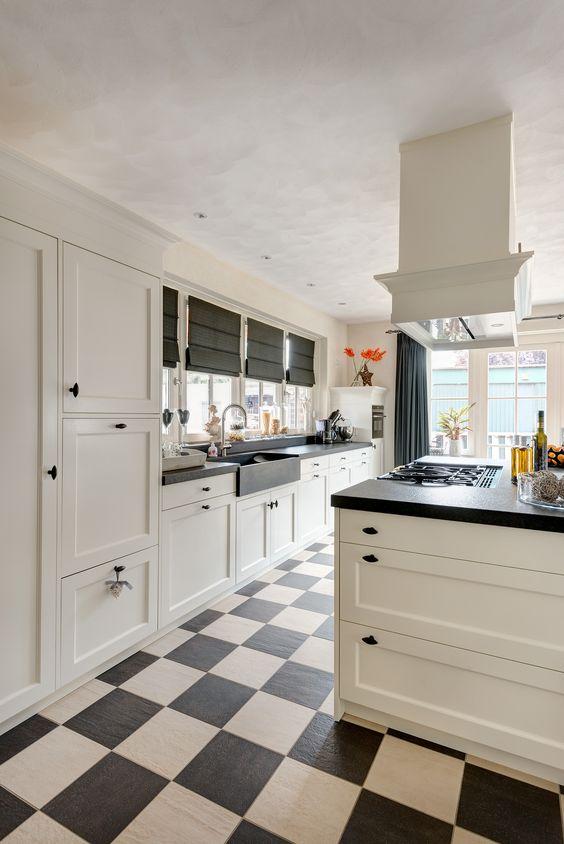 Vri interieur landelijke keuken modern wit en grijs met houten ...