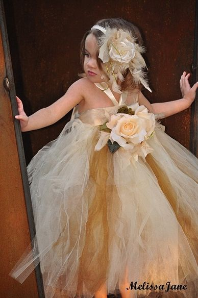 Gorgeous tutu dress!! Perfect for a wedding.
