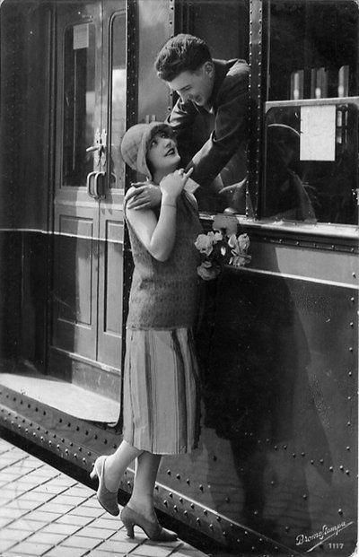 Stylish Vintage 1920s Couple Saying Goodbye Vintage Train Art