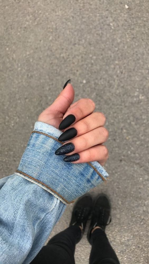 Unique and attractive black manicure #nails #nailart #naildesigns #blacknails