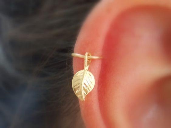 Cartilage Earring, tiny leaf gold hoop, gold cartilage Hoop Earrings, 14K Gold Filled, tiny hoops