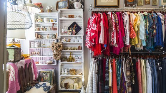 Chicago S Best Thrift Stores For Secondhand And Resale Shopping Vintage Thrift Stores Chicago Shopping Vintage Clothing Stores