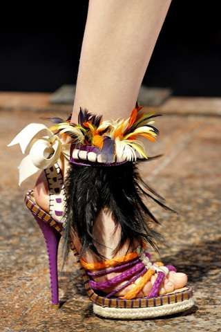 Okay fashionistas what do you think of these #Exotic Louis Vuitton #shoes? #FRIFOTOS http://t.co/b9F1xKvh