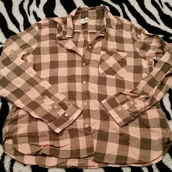 NWOT AE Button-down Top This top is brand new! It's a light peachy color with olive green. Super cute and lightweight! Perfect for this time of year! American Eagle Outfitters Tops Button Down Shirts