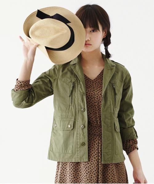 帽子を持っている橋本愛