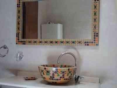 Bacha y espejos jabonera de regalo todo en venecitas for Modelos de banos con guardas