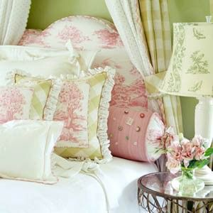 soft & soothing <3 ~ pastel pink and green bedroom. I just can't get enough of this color combination! TFS.