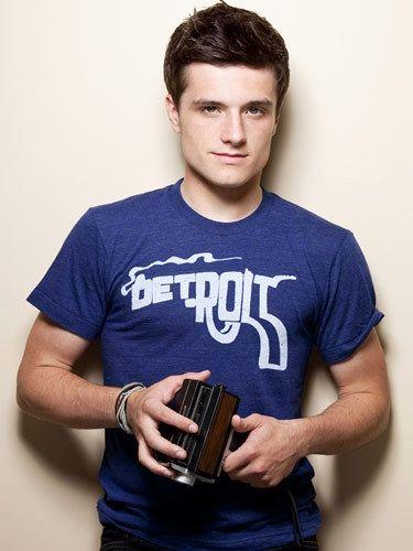 josh hutcherson josh-hutcherson Especially love the smoking gun Detroit shirt...ahhhhhhhhhhhh !!!!!!!!!!!!! I love youuuuu