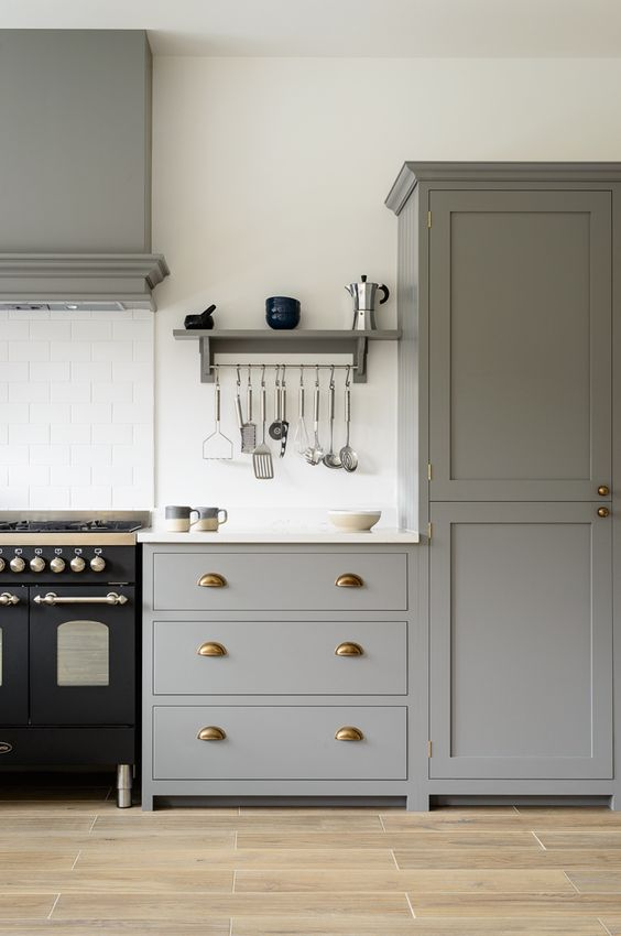 Beautiful devol shaker cabinets painted in 39 lead 39 classic for Painting over lead paint on furniture