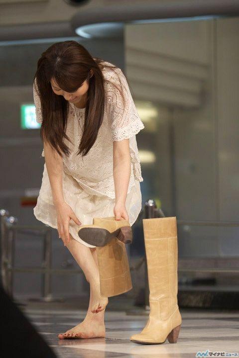 声優の小松未可子さん 31 素足でブーツを履く派だった ファッション ガールズファッション ファッションスタイル
