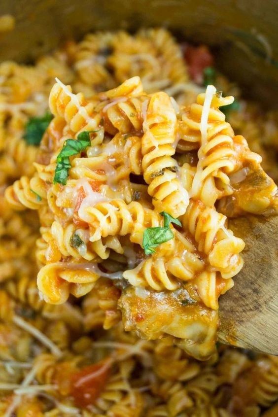 One-Pot Veggie Rotini | 14 Scrumptious One-Pot Dinners Every Lazy Person Needs…