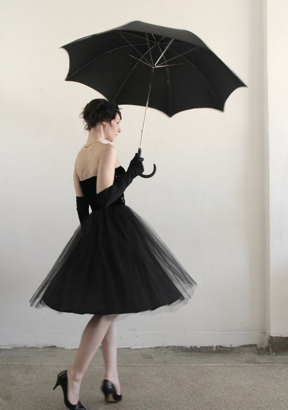 I just love this vintage inspired outfit....As seen at ETSY SHOP called   ....VeraVague