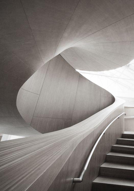 Inneneinrichtung der Bar   moderne Deckengestaltung und led Beleuchtung