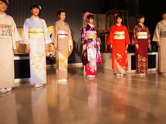 度々行きたい旅。: 京都観光:西陣織会館は、毎日、着物ショーを上演してます