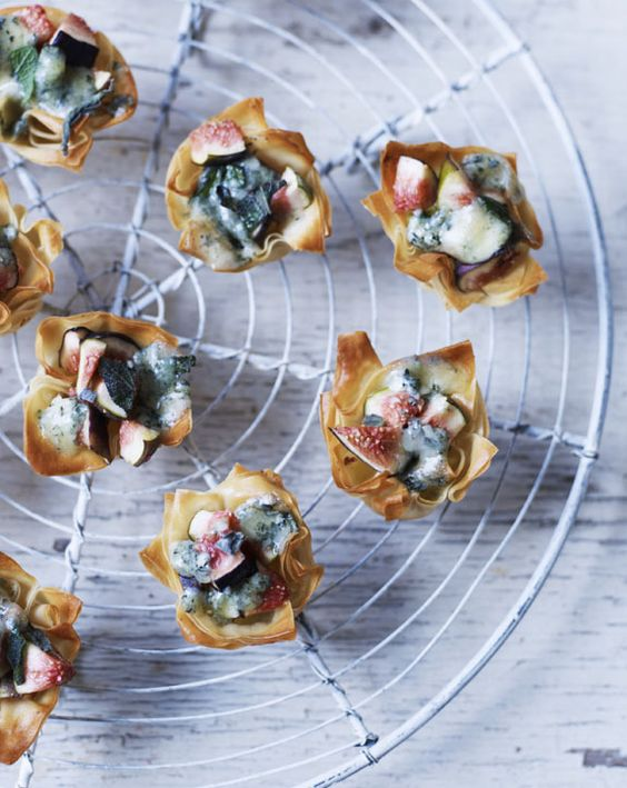 Blue cheese and fig tarts recipe brie bites goat for Blue cheese canape