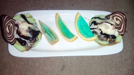 Pandan bread's and oreo cashew ice cream with chocolate sauce and jelly