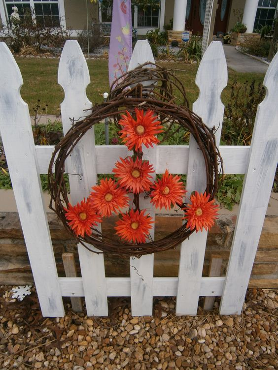 Grapevine peace wreath, daisy flowers,white fence