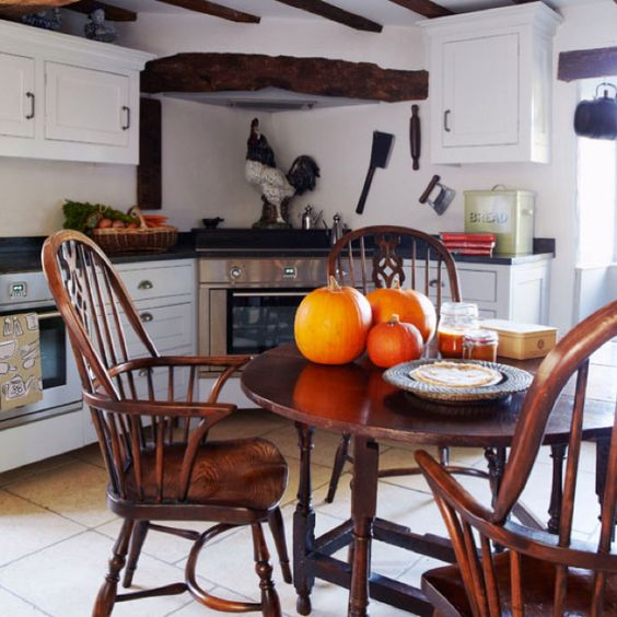 Cottage kitchen...lusting after those Windsor chairs!!!