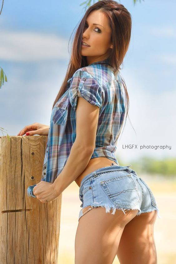 Pictures of sexy women in short shorts