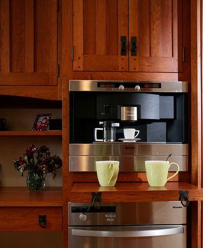 Pegged craftsman style kitchen cabinets bethesda for Craftsman style kitchen hardware