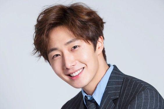"Jung Il Woo Surprises 200 ""Haechi"" Cast And Crew Members With Thoughtful Gift"