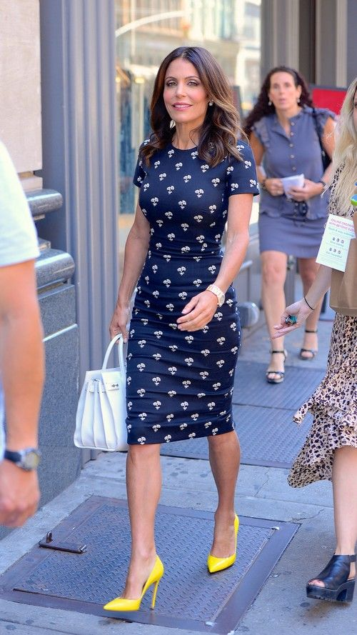 navy blue dress with yellow heels