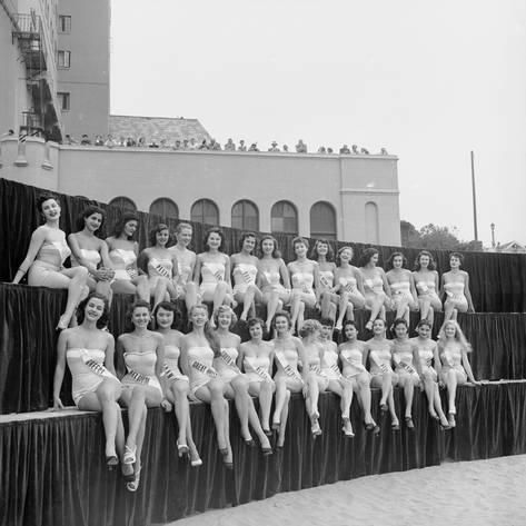 Photographic Print: First Miss Universe Contest, Long Beach, CA, 1952 by George Silk : 16x16in