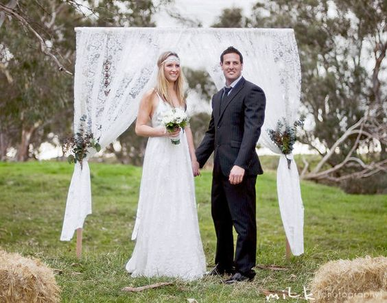 ceremony : lace curtain