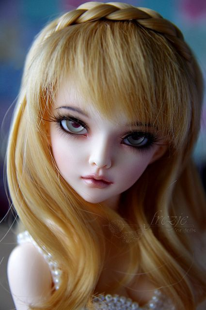 Dollhouse, ~*dolls with a difference........*~  Beautiful hauntingly realistic looking dolls.  bjd