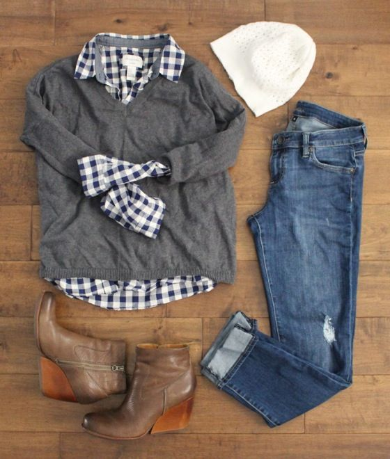 navy gingham shirt under a loose grey v-neck sweater, boyfriend jeans, & wedge booties: