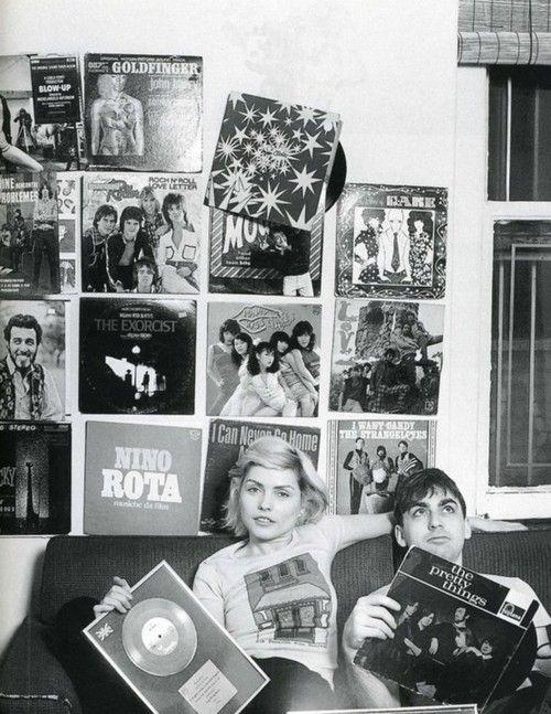 CHICAS Y DISCOS DE VINILO / GIRLS AND VINYL RECORDS