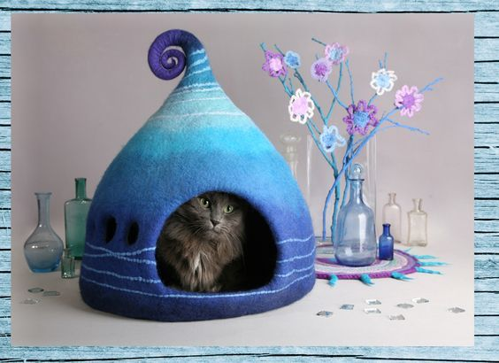 Felted cat caves are all the rage and seeing this whimsical cat bed is all you need to understand why. Spiffy cat stuff? It sure is!:
