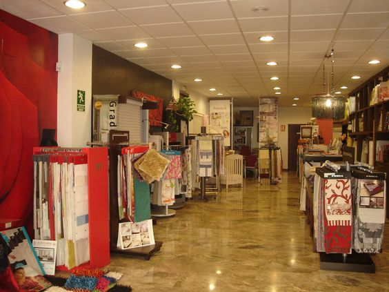 NAVARRO & VALERA no es sólo una tienda de tejidos, visillos y ropa de hogar, sino que es un referente en el mundo de la moda textil para el hogar. Los datos nos avalan: 50 años de experiencia en el sector.