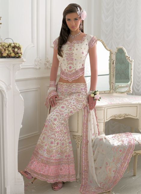 Aside from the Beautiful White & Pink Lengha, that vanity is rushing onto my Wishlist!!