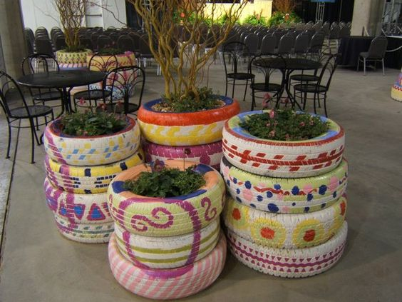Painted tires garden - LOVE it!: Old Tires, Tire Project, Painted Tires, Tire Garden, Tire Planters, Recycle Tire