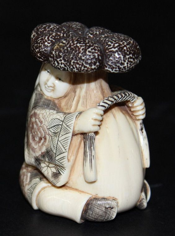 Japanese Finely Carved Ivory Netsuke