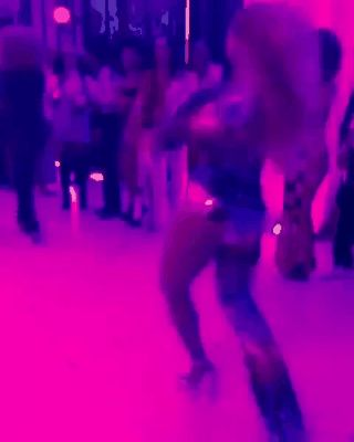 Beyoncé  dancing at her 35th Soul Train themed birthday party 5th September 2016