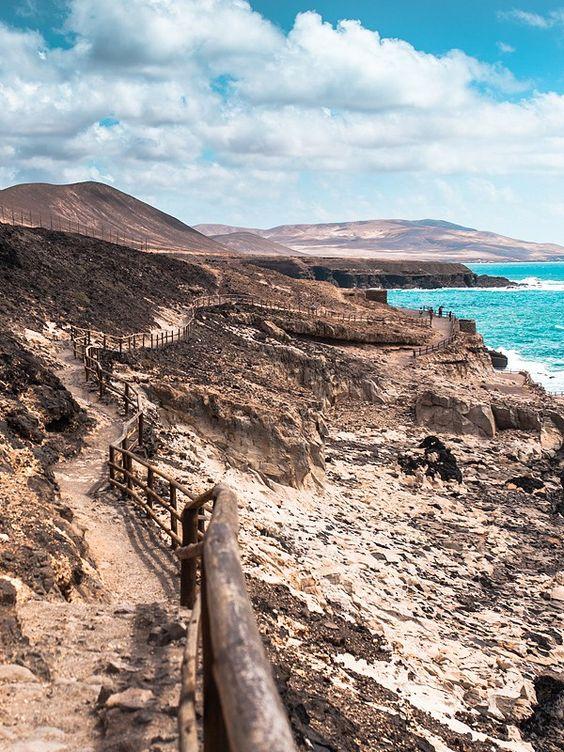 Reisetipps, Schwärmereien und Bilder von unseren Highlights der Kanaren. Fuerteventuras Westküste mit den Stränden von Cofete und den Höhlen von Ajuy.