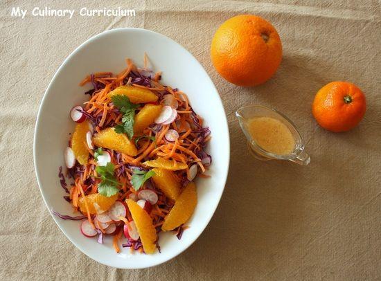 Salade au chou rouge, carottes, radis, orange et sa vinaigrette à la clémentine et au miel : la recette facile