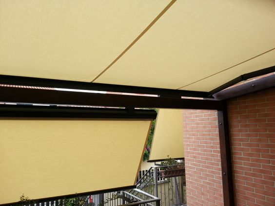 Arreda la tua casa con diversi modelli di tende da sole. Decorate your house with different models of awnings.