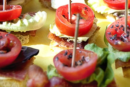 BLT bites. Great idea! Could use with all sorts of sandwiches. #lunch