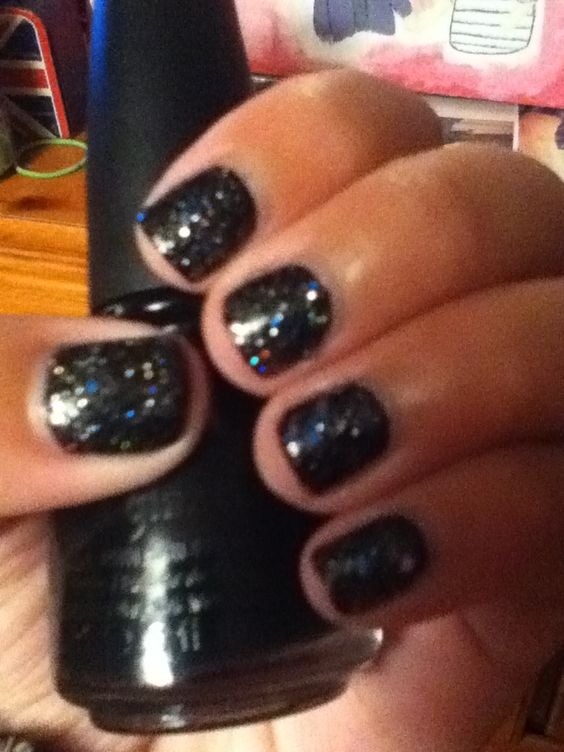 My black glittery nails! (: