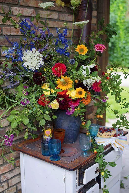 Kwiatowe Dekoracje Na Przyjecie Kwiaty Dekoracje Ozdoby Dekoracjekwiatowe Dekoracjezkwiatow Bukiety Bal Floral Arrangements Floral Wreath Indoor Plants