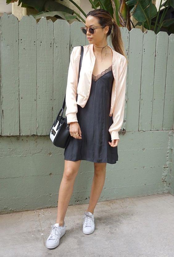 sleepdress + blazer + zapatillas blancas