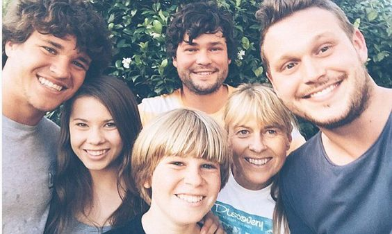 Bindi Irwin begins her Christmas celebrations with her family