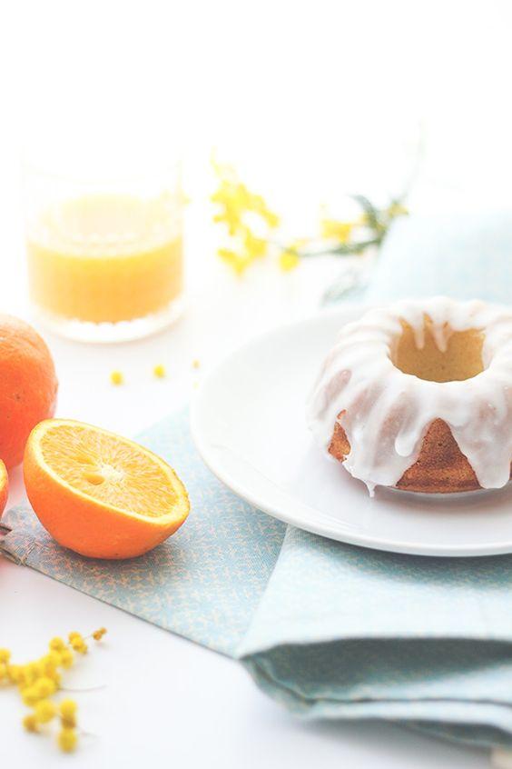 Moelleux à l'orange - Je croisque je vais le faire aujourd'hui pour ma maman. La recette est ultra simple et elle adore l'orange :) Même le glaçage est hyper rapide à réaliser.