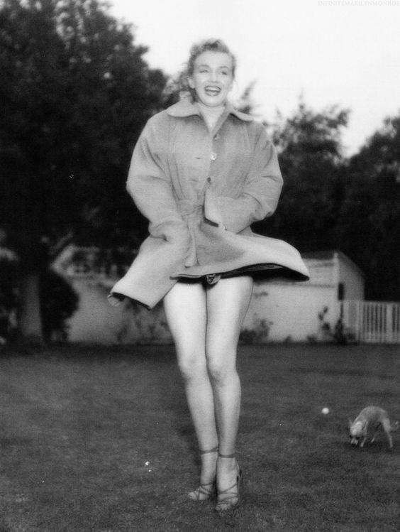 Marilyn Monroe photographed by Earl Leaf.